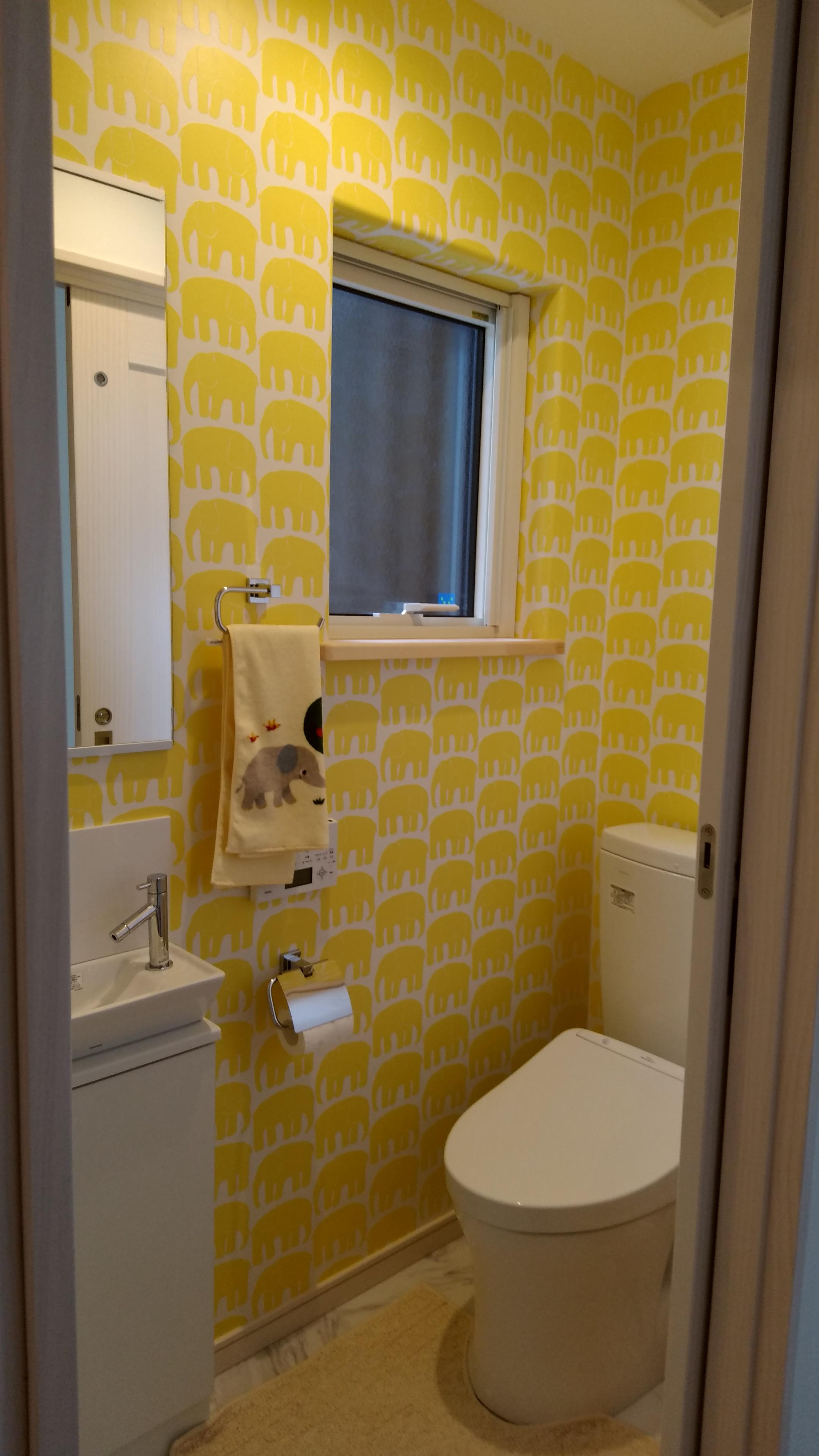 三角屋根の別荘_かわいいトイレ