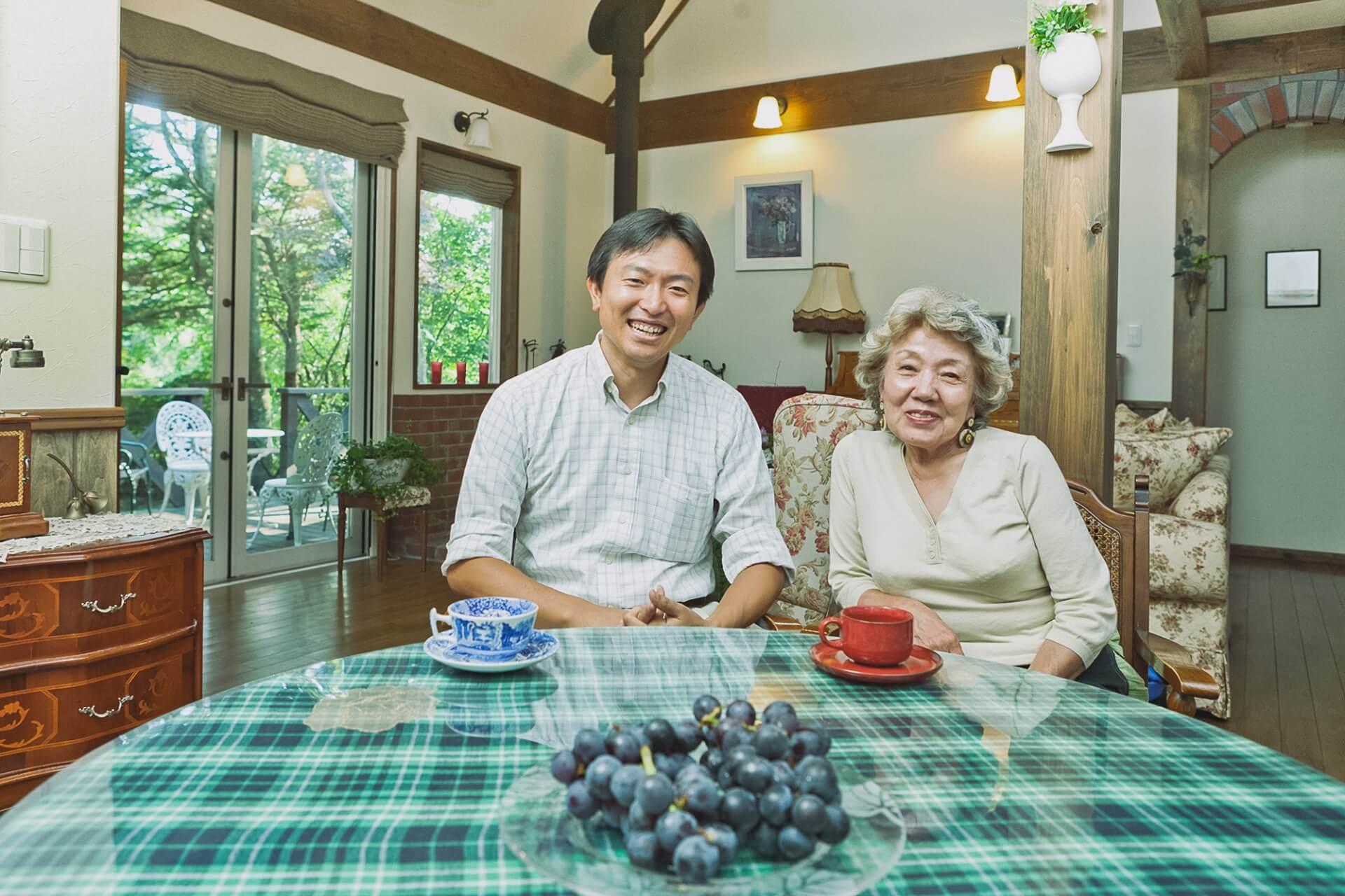 吉住 冨美子様とセイケンハウス社長大森。楽しい時間に話もはずみ、この取材は予定時間を大幅にオーバーしてしまいました