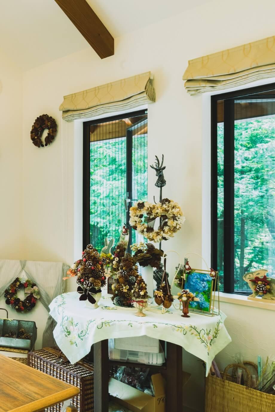 軽井沢のアトリエに飾られた宇野様のトロッケンクランツの作品たち。