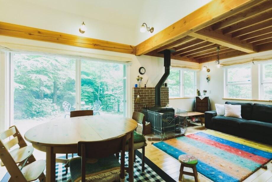 東京の家族と一緒に訪れる別荘。軽井沢で知り合った友人たちもよく遊びにこられるそうです。